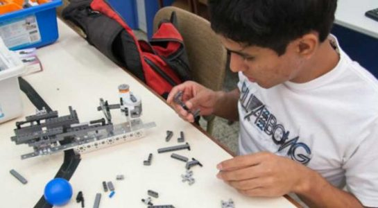 OliverioCromwell-talleres-02-robot-2